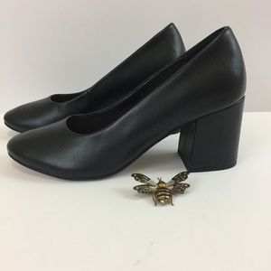 Sole Society Leather Black Pumps style Elle size 6